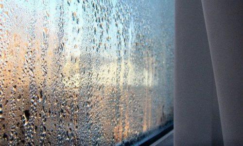 Конденсат на поверхности стекла
