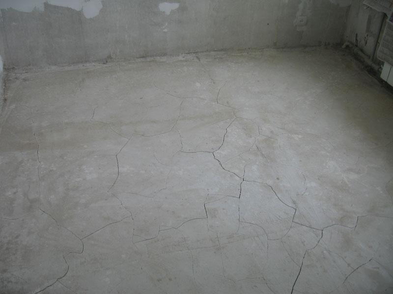 Растрескивание стяжки после использования некачественных материалов
