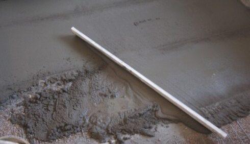 Укладка раствора цементной стяжки своими руками