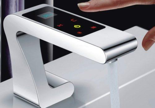 Смеситель сенсорный с цифровым управлением