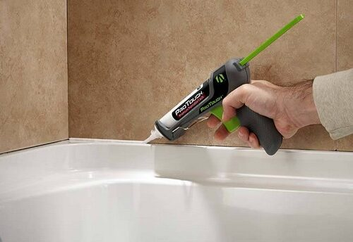 Правильное нанесение герметика на ванну в один слой