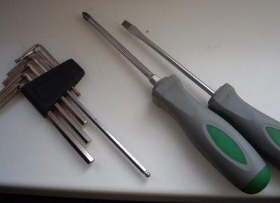 Инструмент для регулировки пластиковых окон на зимний период