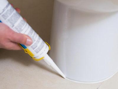 Использование силикона для герметизации шва унитаза
