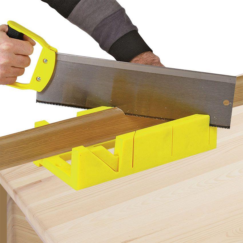 Использование стусло для углов напольного плинтуса