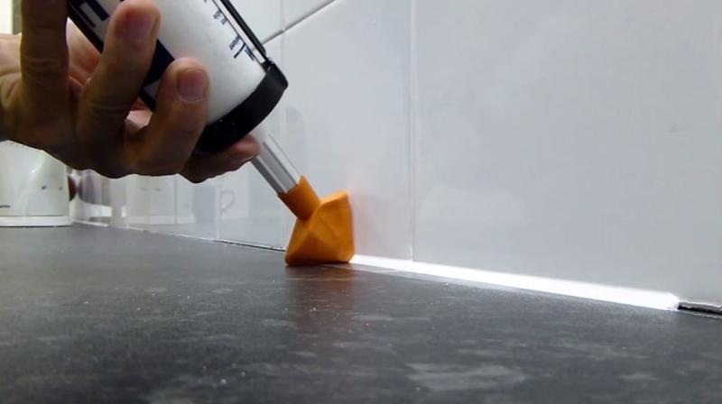 Нанесение силиконового герметика с использование спец насадки