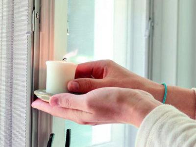 Проверка задуванией (щелей) в пластиковых окнах