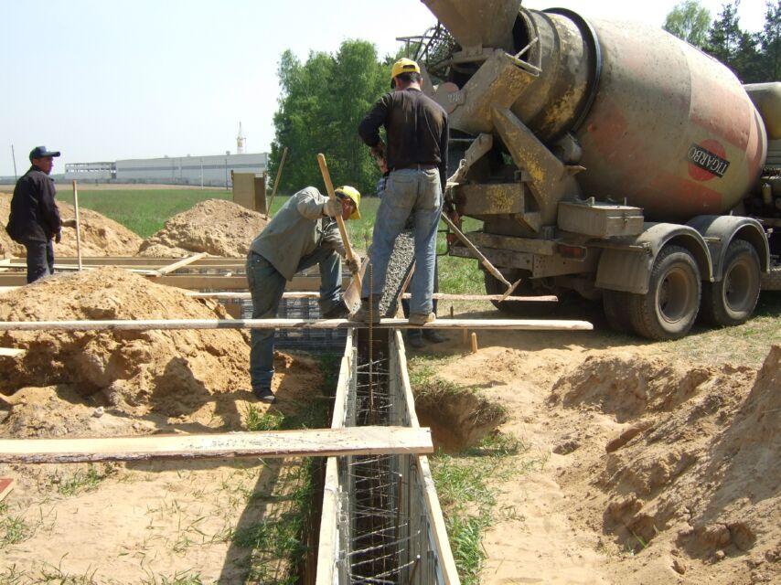Заливка бетона ленточный фундамент