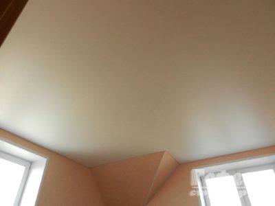 Матовый натяжной потолок – фото