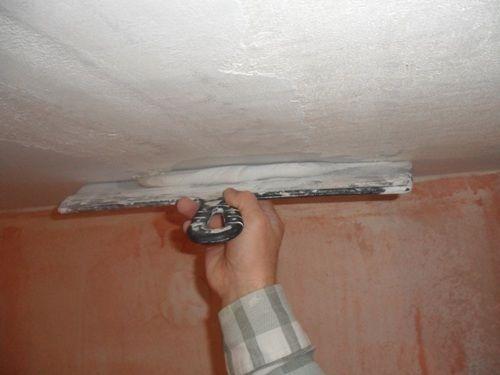 Заделка трещины в потолке из гипсокартона