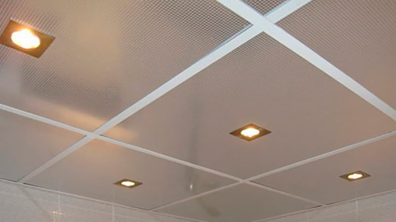 Подвесной потолок с ПВХ панелями