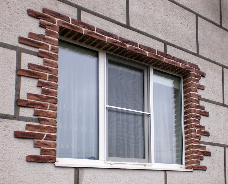 Фасадные откосы облицованные камнем