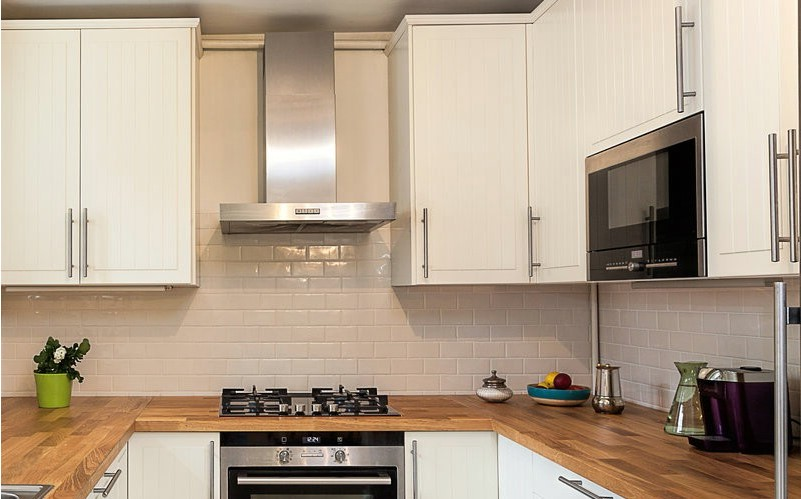 Фото кухонного фартука в районе кухонной вытяжки