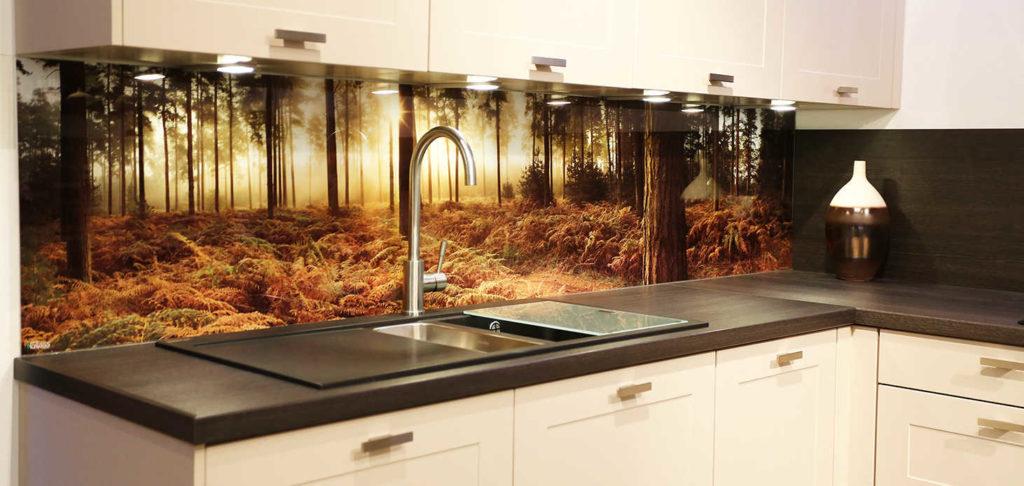 Пример комбинированного фартука - стеклянная и ламинированная панели