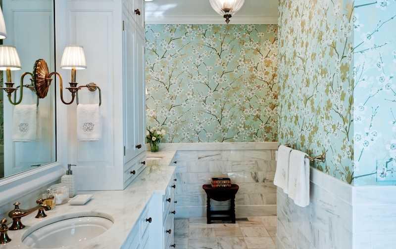 использование влагостойких обоев в интерьере ванной комнаты