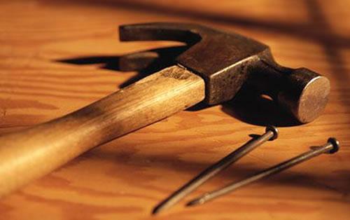 Гвозди и молоток