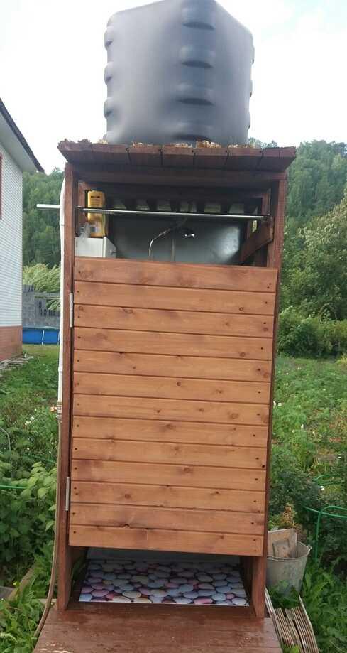 Дачный душ с баком для воды