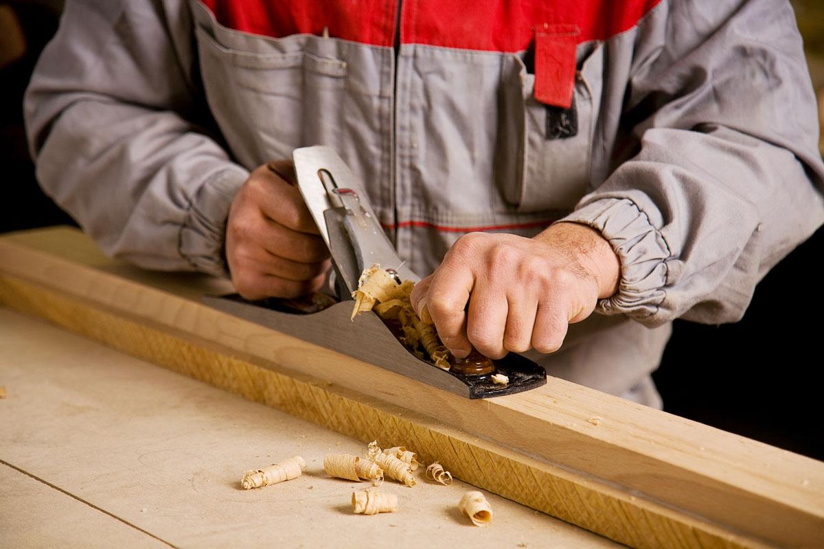 Как работать ручным рубанком?