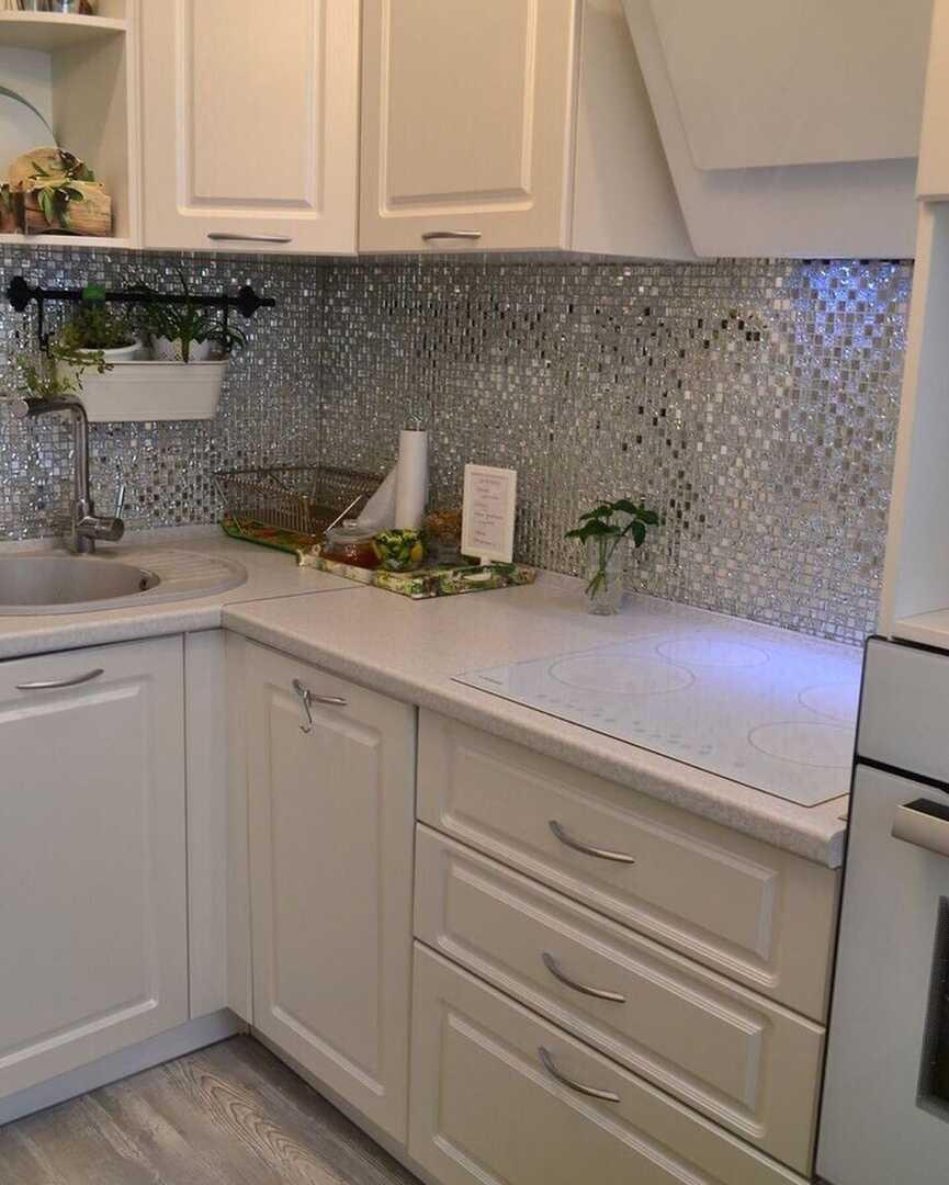 Кухонный фартук из стеклянной мозаики