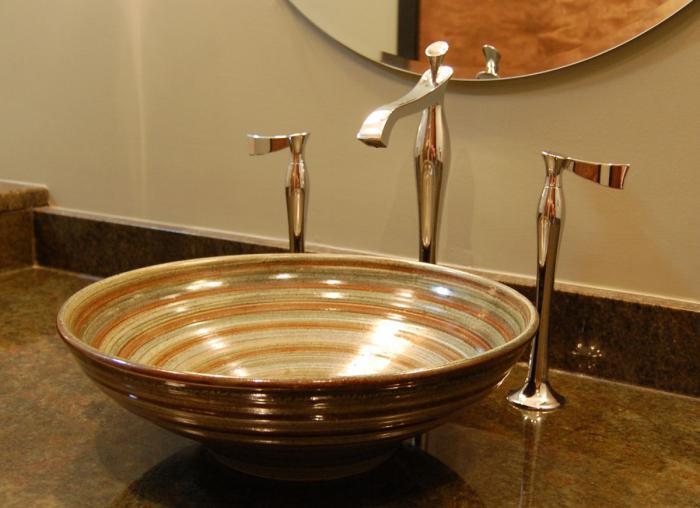 Чаша-раковина в ванной комнате