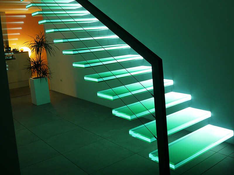Подсветка создает ощущение невесомости