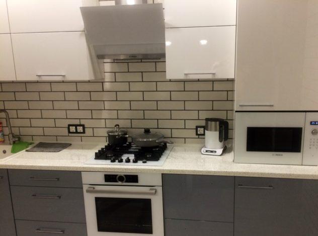 Цвет плитки на кухню: фартук