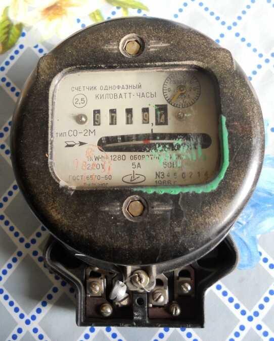 Прибор учета электроэнергии времен СССР