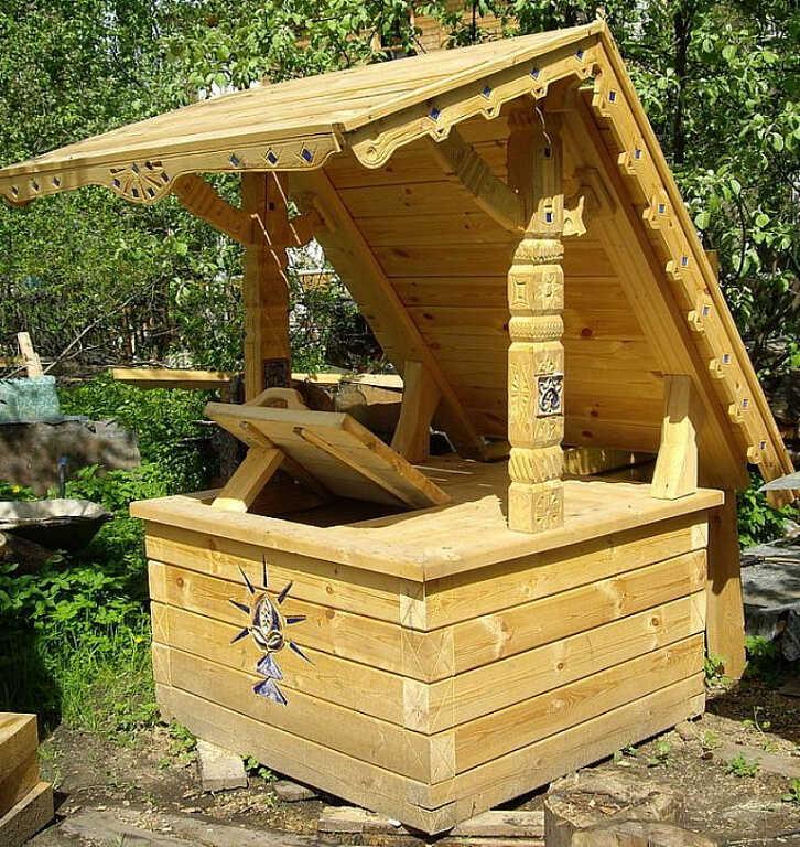 Резная крыша для колодца
