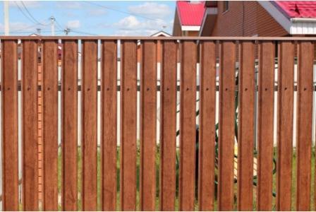 Забор из евроштакетника «под дерево»