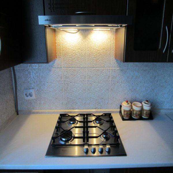 Вытяжка кухонная со встроенной подсветкой