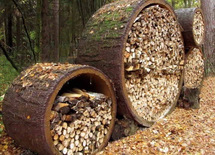 Дровник из ствола дерева