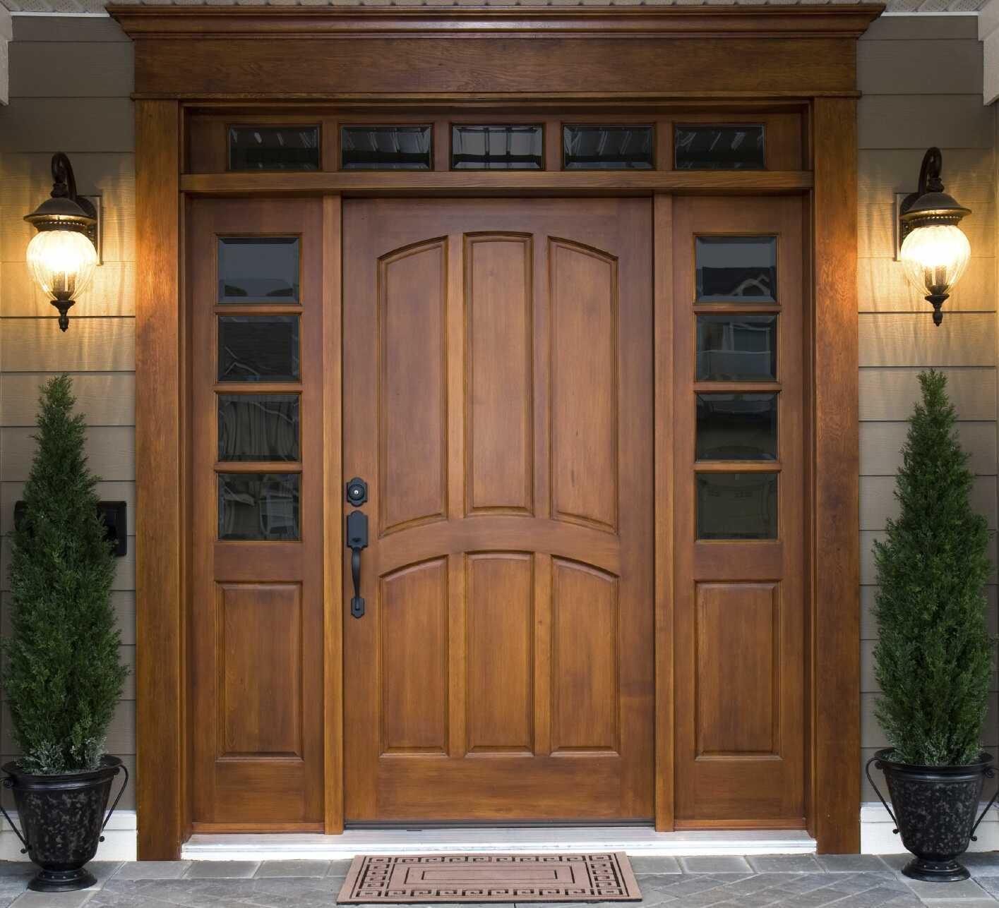 Входные двери из массива дерева